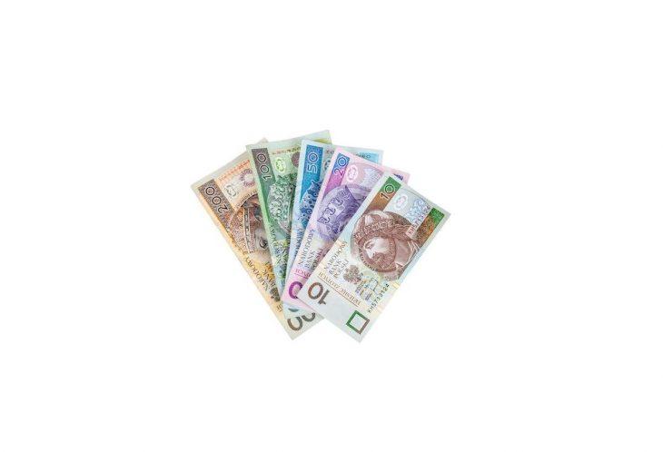 Kredyt gotówkowy a konieczność założenia konta