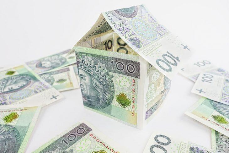 Nadpłata kredytu występuje wówczas gdy spłacimy więcej niż przewiduje harmonogram spłat