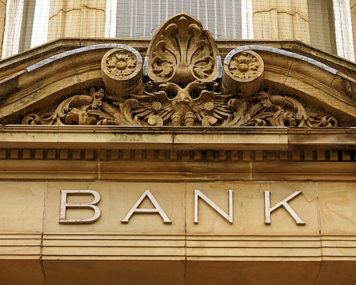 Banki zwalniają pracowników.